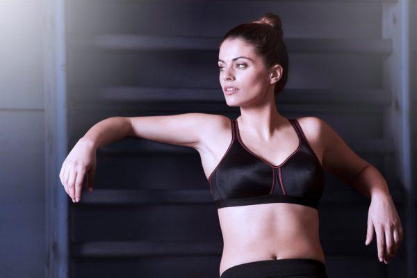 sujetador deportivo con relleno color negro