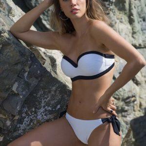 bikini sin tirantes copa B con relleno tejido con relieve color blanco, remates en negro