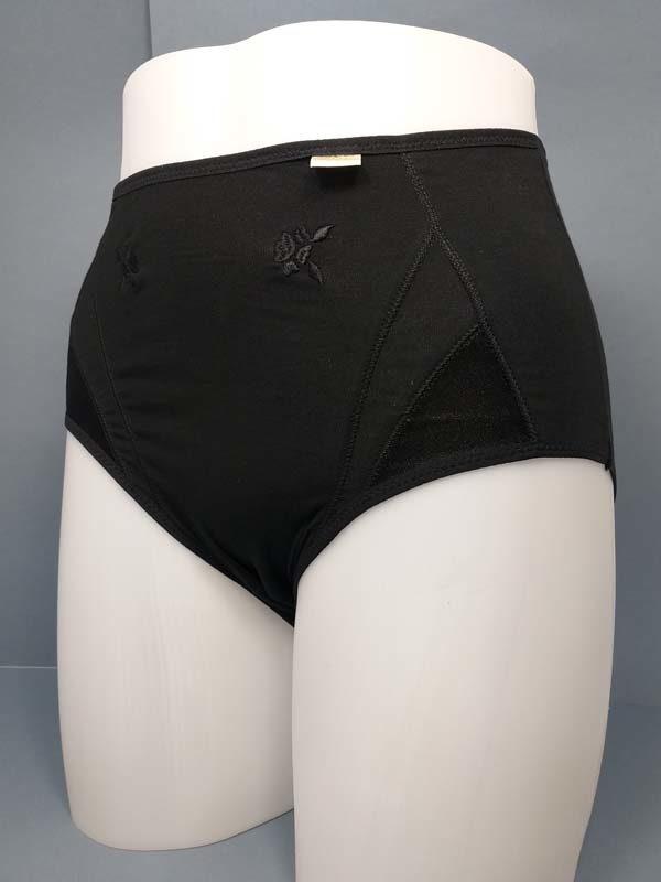braga algodón alta detalles raso en laterales y bordados en forma de flor. Color negro