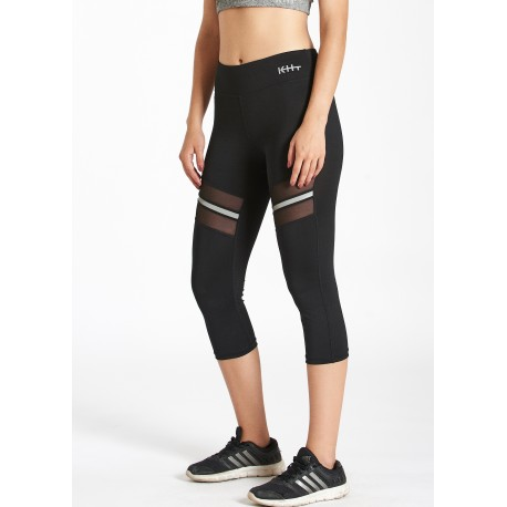 malla deportiva color negro. Detalle transparente con banda reflectante en el muslo