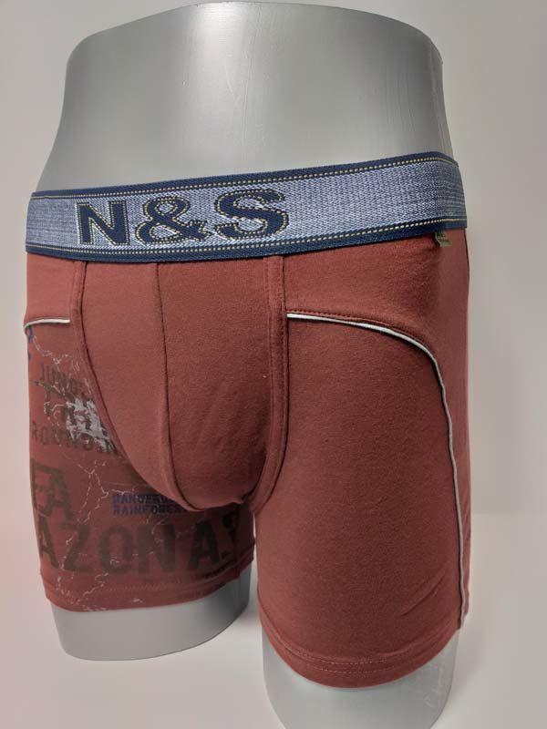 boxer algodón estampado juvenil en una pierna. Goma a la vista extra suave con unas letras en el centro. Pierna larga. Color granate
