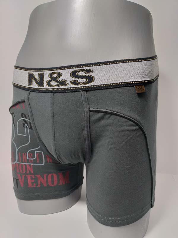 boxer algodón estampado juvenil en una pierna. Goma a la vista extra suave con unas letras en el centro. Pierna larga. Color gris