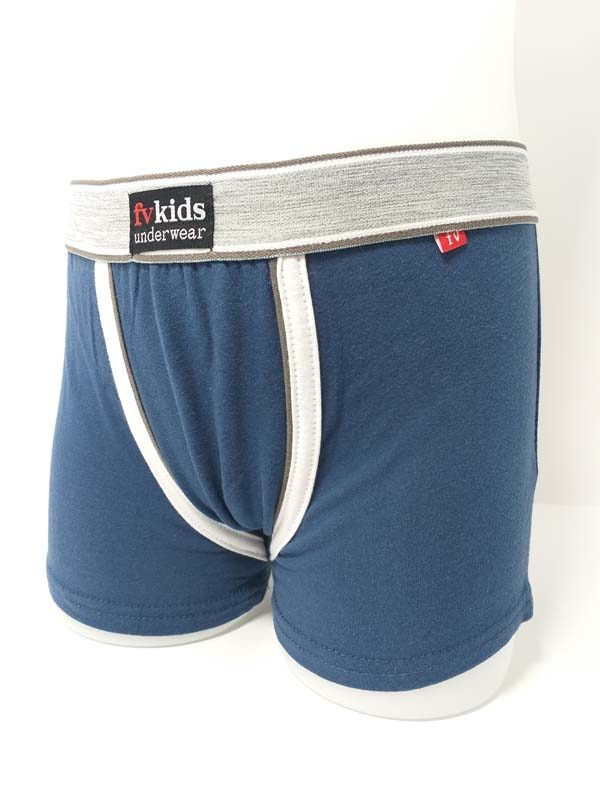 boxer niño azul goma a la vista gris. LLeva unos remates anchos a modo de detalle.