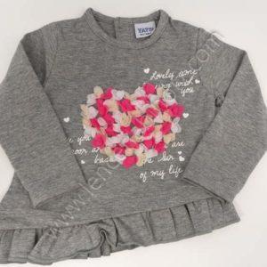 Camiseta manga larga bebe niña color gris con un corazón en relieve de gasa. Botones traseros. Bajo desigual con voalnte