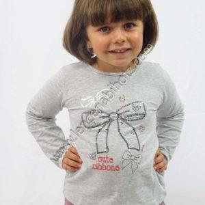 camiseta para niña en gris jaspeado de manga larga. Dibujo de lentejuelas y brillos y un lazo