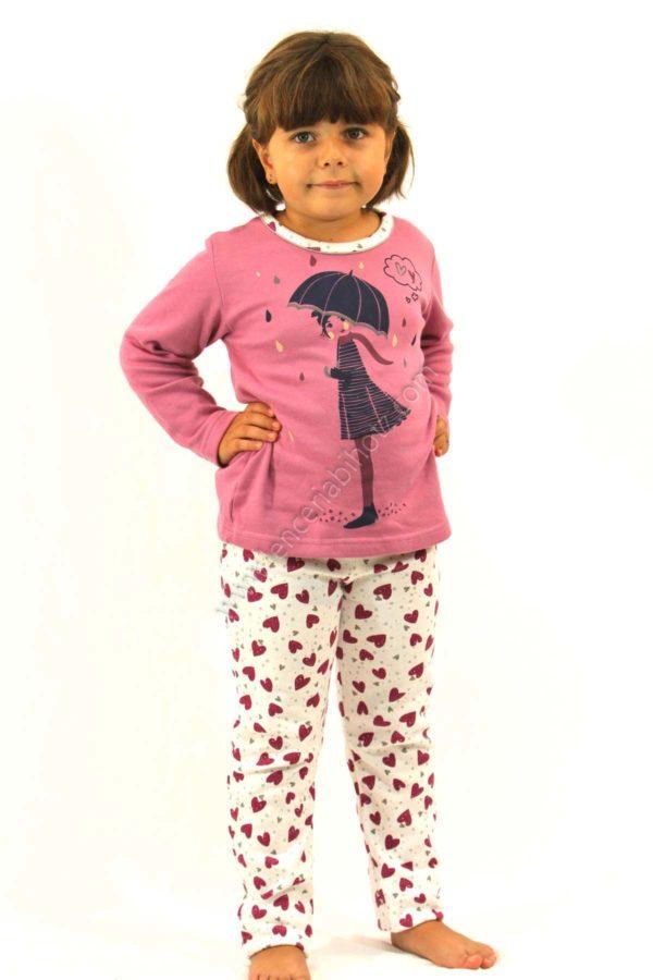 pijama para niña de felpa interior de pantalon blanco con corazones morandos. Camiseta morada con cuello a juego con el pantalon y dibujo de una niña con un paraguas