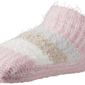 calcetin home con borrego interior de caña baja. Suela antideslizante. Zona del empeine con rayas y un pompom en el talon. Color rosa