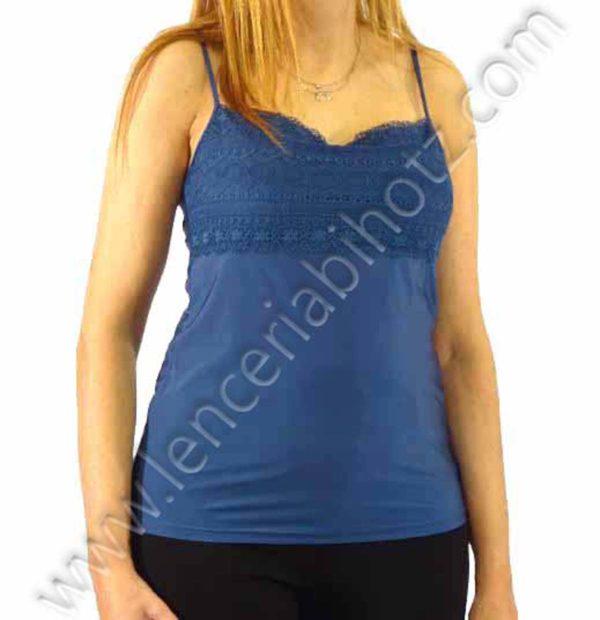 camiseta de tirante fino con encaje delantero cubriendo el pecho en tono azul petroleo