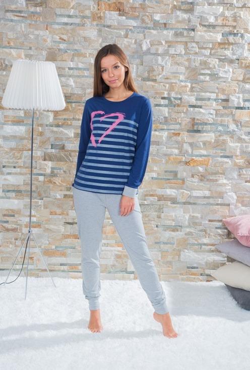 pijama 100% algdon mujer. Pantalon gris con puño. Camiseta azul marino con puños y estampado de rayas con un corazon