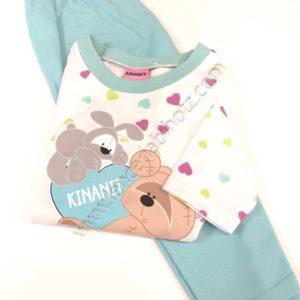 pijama niña aguamarina con camiseta fondo blanco. Estampado de corazones con animales