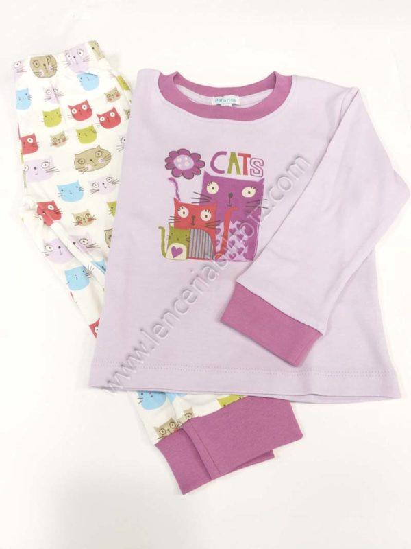pijama niña estampado gatitos. Camiseta lila y pantalon fondo crudo