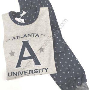 pijama niña felpa interior. Camiseta gris con letras. Pantalon marino con puño y estampado de estrellas