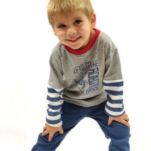 pijama niño manga larga con puños. Pantalon azul y camiseta con puños y rayas. Estampado de robot