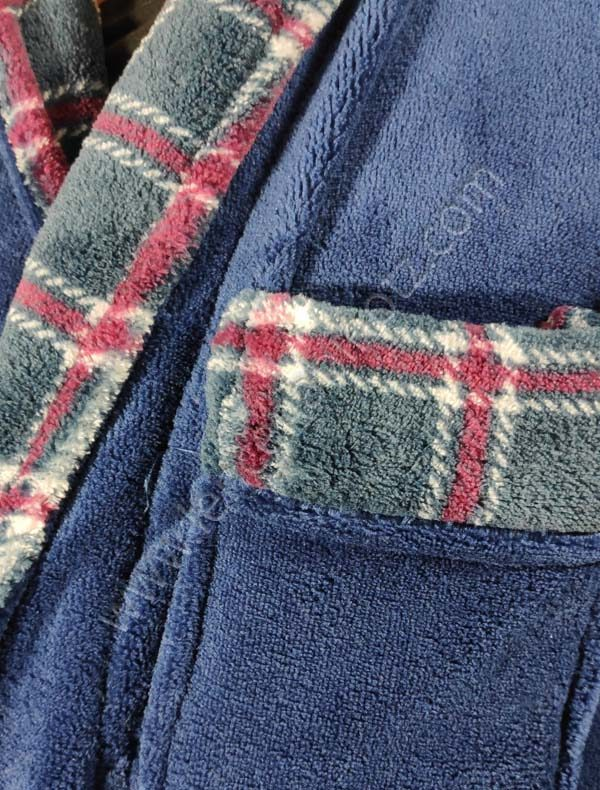 batin liso con detalle de cuadros en bolsillos y solapa
