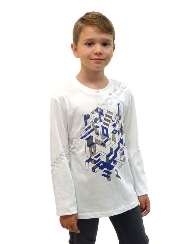 camiseta niño blanca con estampado en el centro tridimensional. Manga larga