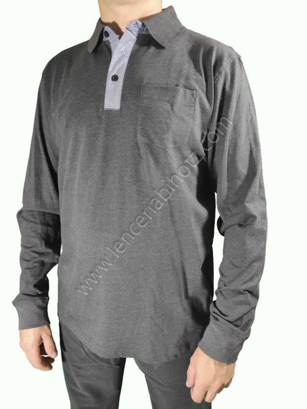 camiseta polo con cuellos y botones. Estampado de rayas y puños.