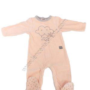 pijama bebe terciopelo rosa con el cuello en gris. Abertura trasera y en las piernas