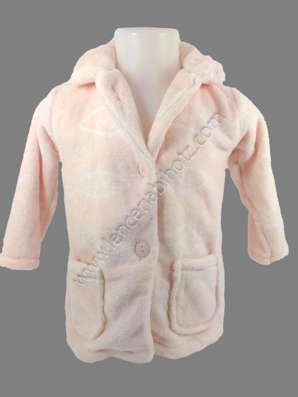 bata para bebe en rosa pastel con bolsillos plastones y botones. Cuello con solapas