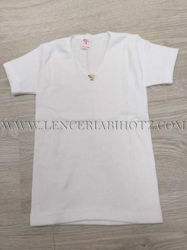 camiseta niña manga corta con cuello pico. Interior de felpa