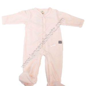 pijama bebe terciopelo en color rosa pastel. Abertura delantera y en los pies