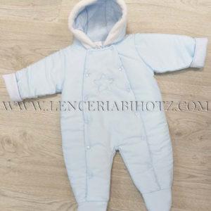 buzo bebe acolchado en tono azul con doble abertura y gorro con pelo y forro algodon