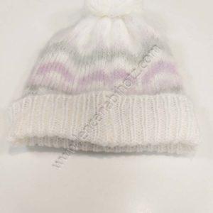 gorro niño con pompon, blanco con estampado de zig zag en gris y lila