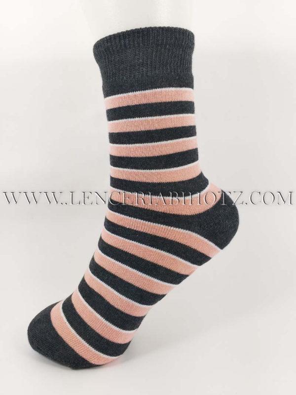 calcetin grueso con rizo suela antideslizante con rayas rosas sobre fondo gris marengo