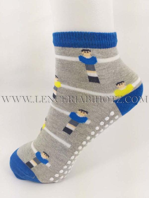 calcetin suela antideslizante niño con dibujos de futbolin en azules. Fondo gris