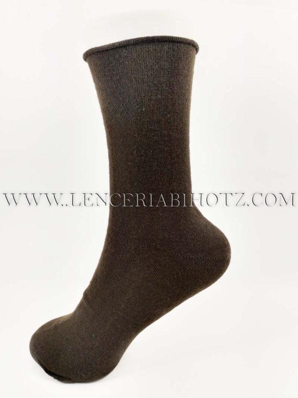 calcetin marron de mujer de fibra calida sin puño