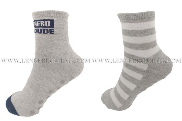 pack de calcetines para niño de 2 pares. Uno liso jaspeado y otro de rayas. tonos gris