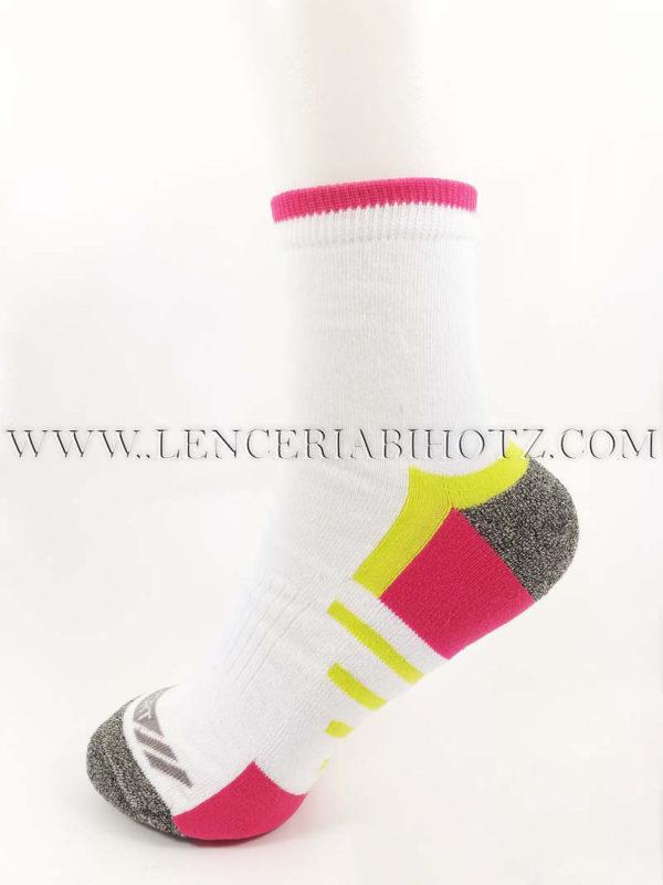 Calcetin deportivo tobillero alto blanco con detalles en gris y rosa y pistacho