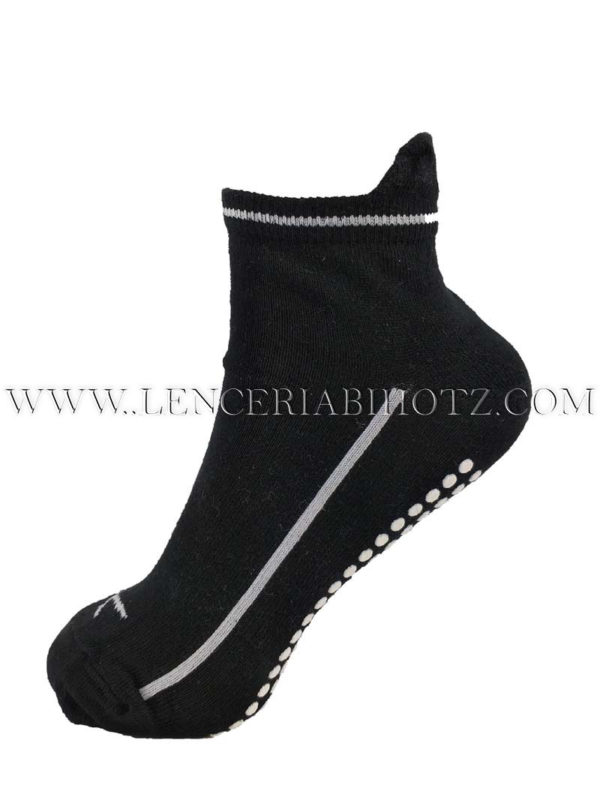 calcetiln suela antideslizante con lengüeta trasera. Algodon fino color negro
