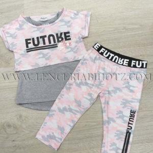 conjunto niña con doble camiseta, top corto sobre camiseta tirantes basica, pantalon largo pitillo camuflaje