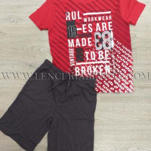 pijama manga corta, camiseta roja con letras blancas. Bermuda gris lisa con cordon