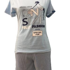 pijama manga corta azul celeste con estampado grande, y pantalon corto a rayas
