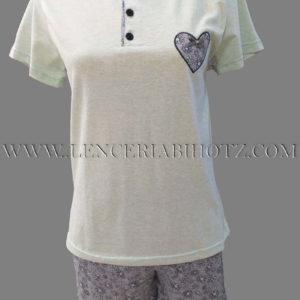 pijama manga corta aguamarina con corazon bordado y botones. Pantalon estampado flores
