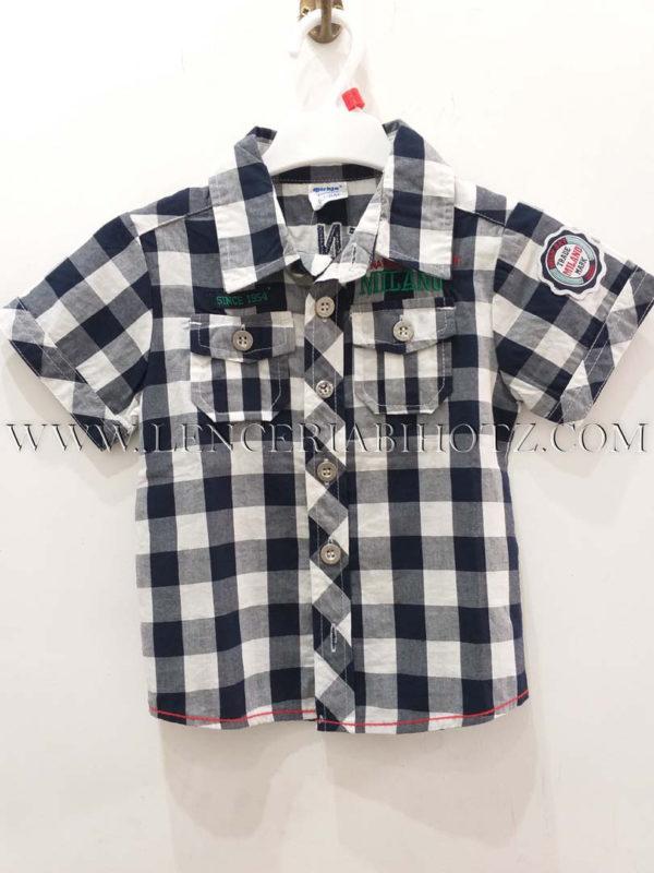 camisa cuadros manga corta, blanca y marino, bolsillos delanteros y letras bordadas espalda