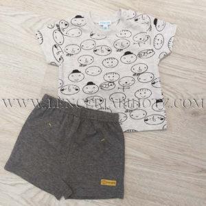 conjunto bebe corto pantalon gris marengo, camiseta manga corta gris estampado caritas, con abertura en el hombro