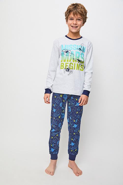 pijama niño algodon con puños en camiseta y pantalon, camiseta manga larga gris y pantalon estampado espacio en azul