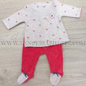 conjunto bebe niña terciopelo, camiseta gris con flores en rojo evasé. Polaina roja con los pies en gris con lazo