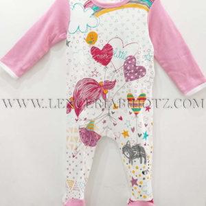 pijama algodon pelele rosa con cuerpo en blanco estampado de colores vivos. Mangas, pies y cuello en rosa