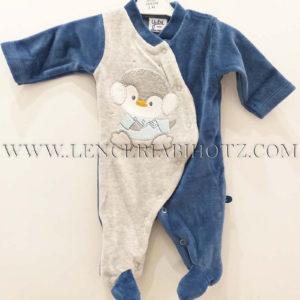 pijama bebe entero con abertura delantera de corchetes. Azul y gris. bordado de pingüino delantero