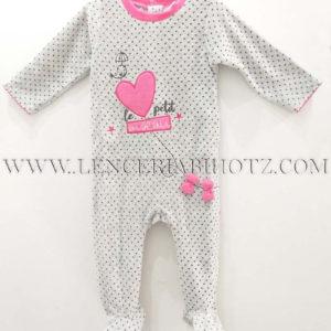 pijama terciopelo pelele abertura trasera corchetes, cuello en fuxia, corazon bordado y lazos en relieve