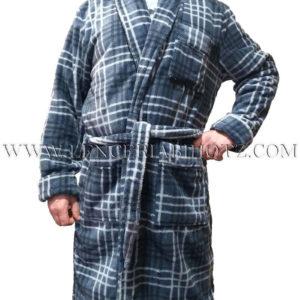 bata hombre cruzada de cuadros gris, con puños y cuello esmoquin. Bolsillos y cinturon,