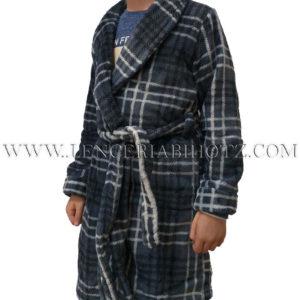 bata niño cruzada con cinturon y cuello esmoquin. Estampado cruadros fondo gris azulado