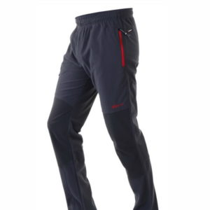 pantalon deportivo micropana, con bolsillos con cremallera en rojo, rodillera en negro