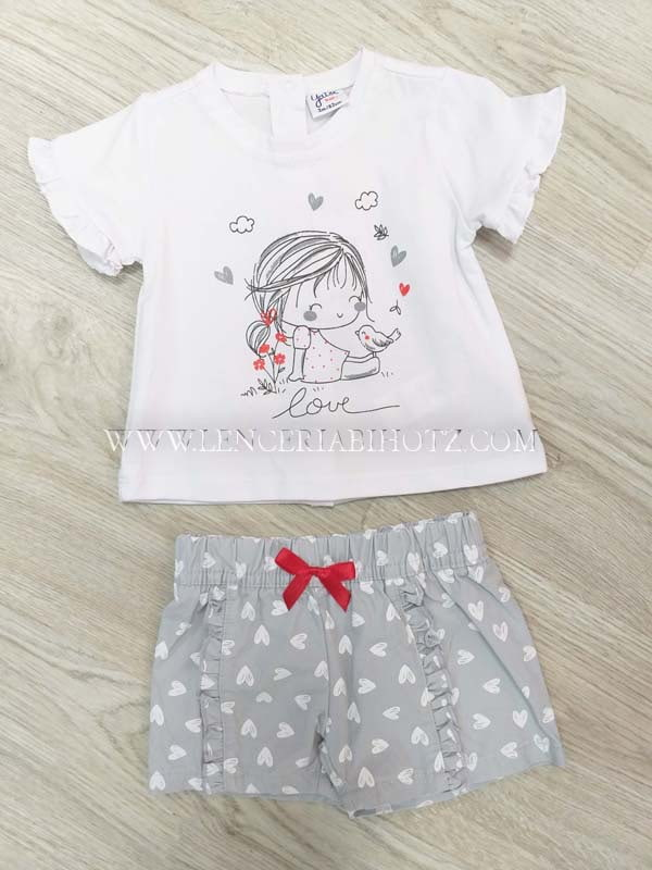 conjunto bebe niña camiseta blanca volante en las mangas. Bermuda gris con corazones y volantes .