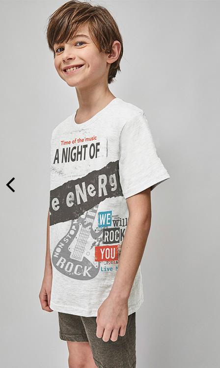 pijama verano corto niño gris, Camiseta manga corta gris claro con dibujo estampado y pantalon corto gris marengo
