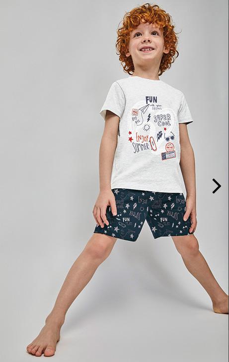 pijama verano manga corta en gris, con pantalon corto marino estampado