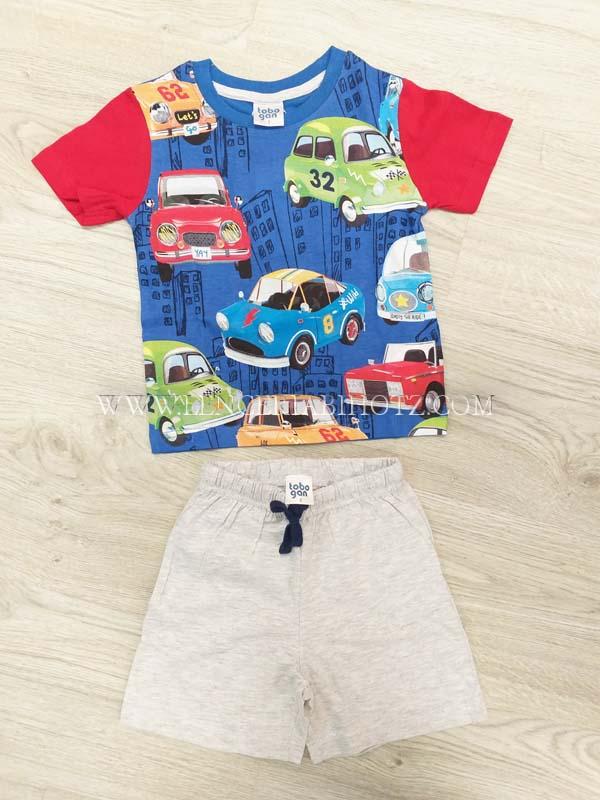 pijama niño corto. Camiseta manga corta mangas rojas y estampado multicolor coches, bermuda gris con cordon